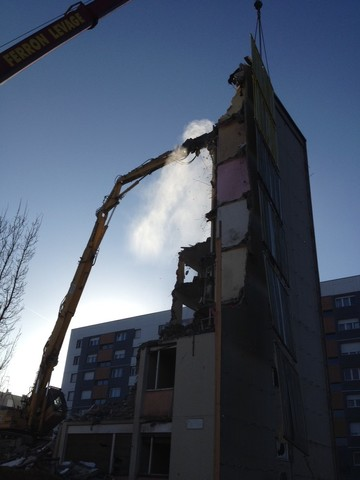 Jet zone sur pelle de démolition