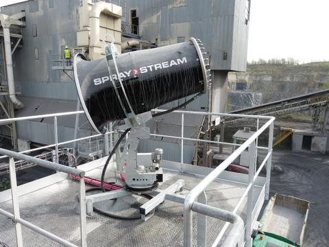 Positionnement d'un Spraystream 60i sur plate forme dédiée au centre d'une carrière par Natural Tech